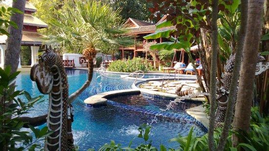 The Dhara Dhevi Chiang Mai:                   Piscines - plusieures en cascade - tres beau