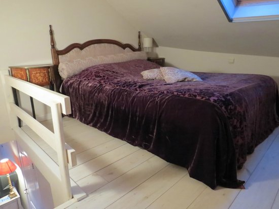 Bed & Breakfast Gallery Yasmine:                   kamer de roos