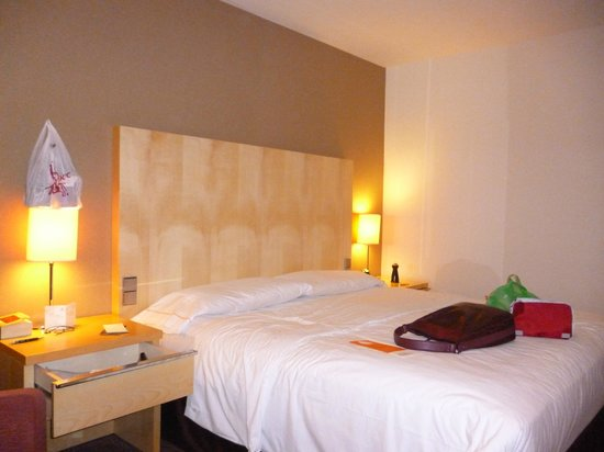 Sheraton Frankfurt Airport Hotel & Conference Center:                   hotel room