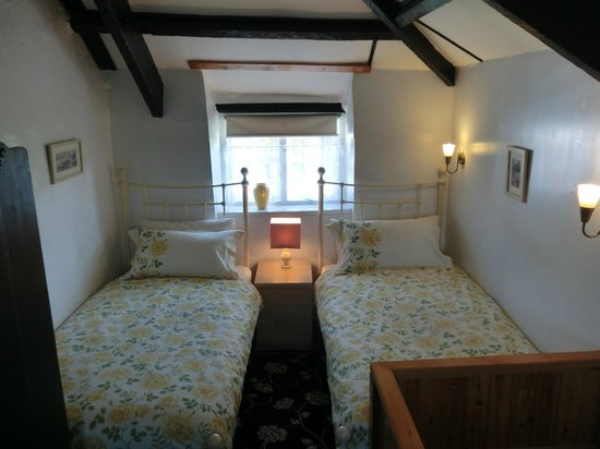 Hendrifton Farm:                   Field View Bedroom