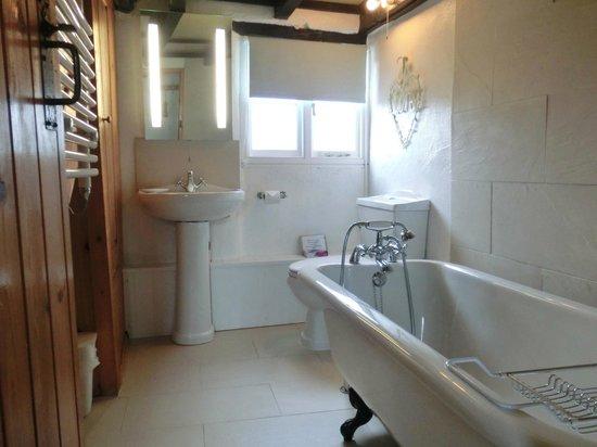 Hendrifton Farm:                   Field View bathroom