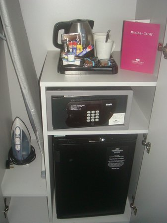 Crowne Plaza Manchester City Centre: Safe, iron and board and tea tray, all in the small wardrobe!