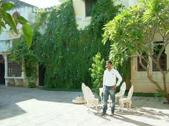 Ravla Khempur: Inside the courtyard