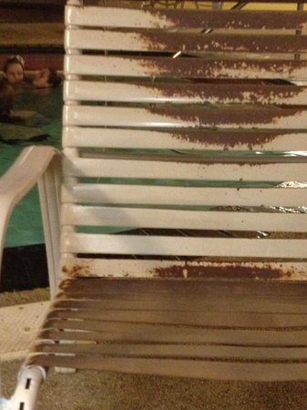 Days Inn Hinckley:                   Pool Chairs