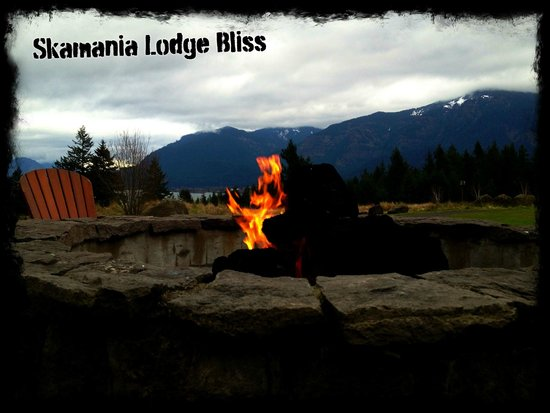 Skamania Lodge: Gas fire pit at the lodge - Can purchase smores at the front desk