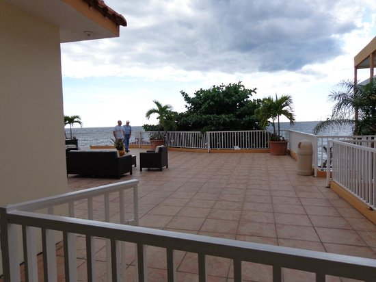 Villa Cofresi Hotel: Public deck outside apartment