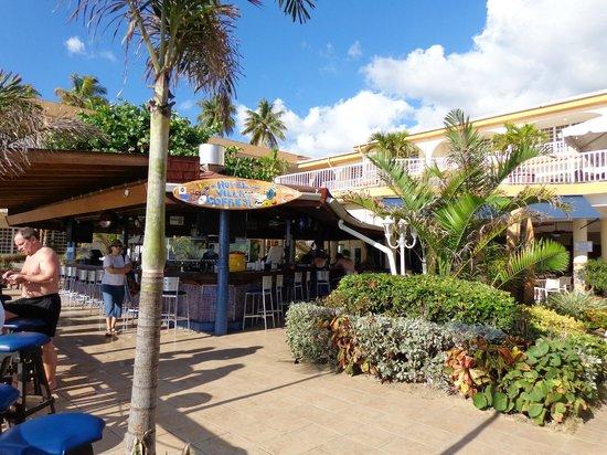 Villa Cofresi Hotel : Bar area below deck