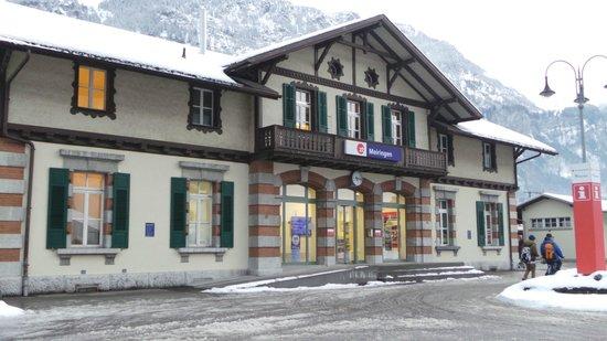 Hotel Victoria: Meiringen train station