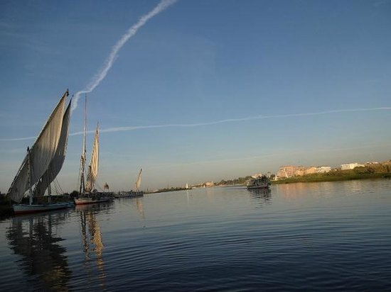 Hotel Sheherazade:                   Sailing on the nile