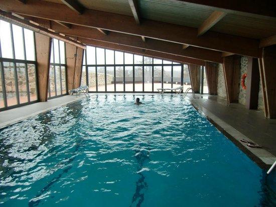 Ed spa con piscina cubierta fotograf a de hotel izan for Hoteles en avila con piscina