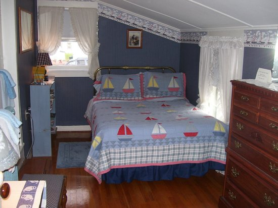 Costello's Guest House: Nautical Room