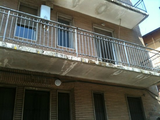 Greco Hotel:                   Disgusting building...