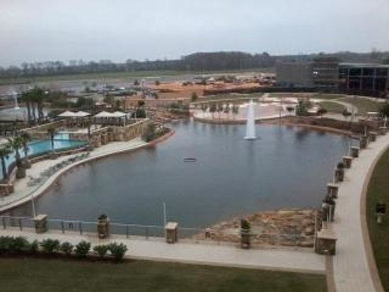Wind Creek Casino & Hotel, Atmore:                   Pool and lake