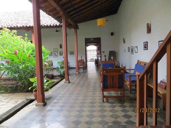 Hotel con Corazon: Courtyard
