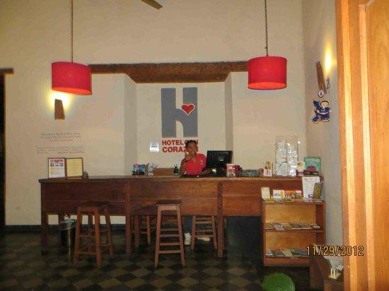 Hotel con Corazon: Dennis