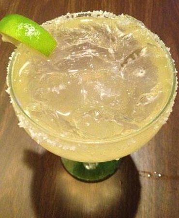 DE ANZA RESTAURANT & CANTINA :                   Watery Cadillac Margarita