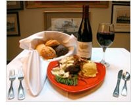 Kelly's Outer Banks Restaurant and Tavern: Something for everyone...restaurant dining or in the tavern !!  It's all good!!
