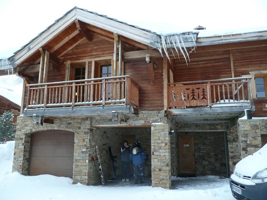 Madame Vacances Les Chalets de L'Altiport : Exterior (Lena 1 chalet/capacity 10 persons on left)