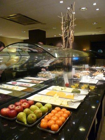 NH Ciudad de Valencia:                   Le petit déjeuner buffet