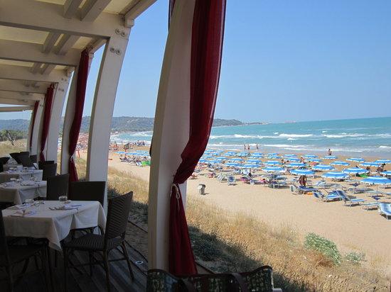Cala Azzurra Vacanze:                   ristorante sul mare