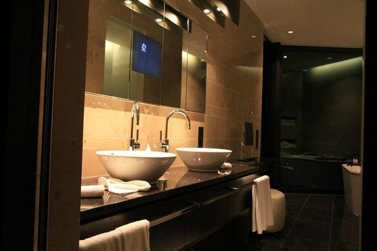 The Dolder Grand:                   Bathroom