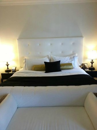 Hotel Victoria: King bed