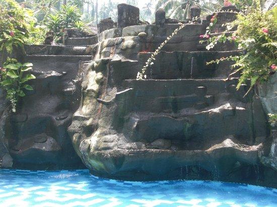 Tasik Ria Resort Manado :                   piscina