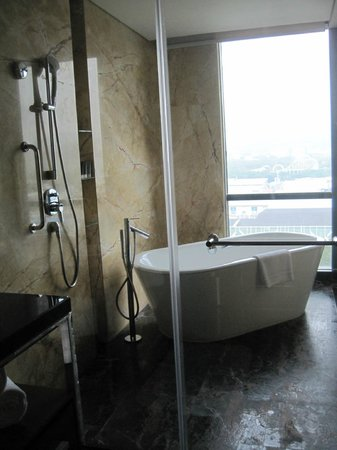 JW Marriott Hotel Shenzhen: Bathroom