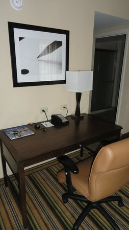 Homewood Suites Charlotte/Ayrsley: desk - room