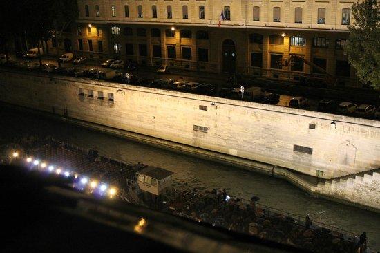 Hotel le Notre Dame: Vista de noche al río Sena