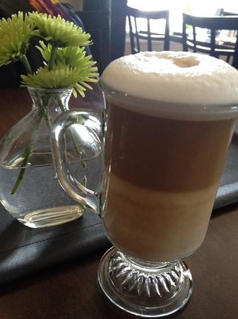 Simplicity Bistro : a lovely latte to top off the meal