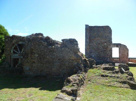 Chateau Dubuc :                   Bien des mystères dans ces pierres
