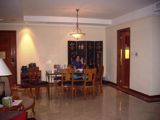 Orchard Parksuites by Far East Hospitality: Dining room in a 3 bedroom apt.
