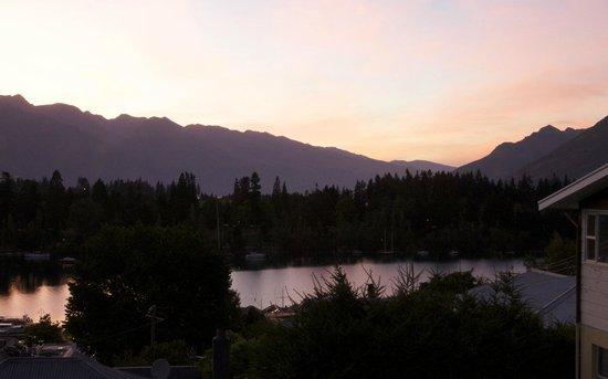 โรงแรมบราวน์ บูติค:                   Sunrise view from room