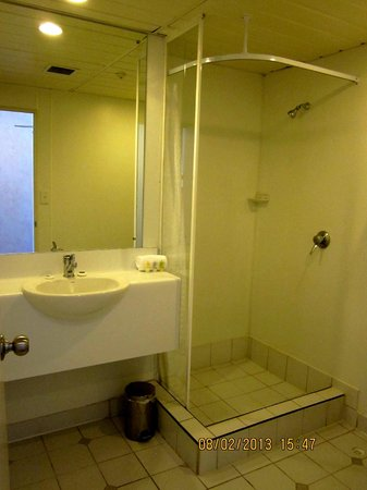 Mercure Wellington Abel Tasman Hotel: shower