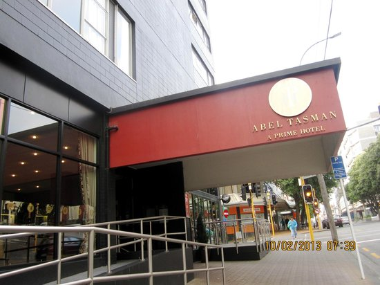 Mercure Wellington Abel Tasman Hotel: what it looks from the street