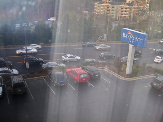Baymont Inn & Suites Asheville/biltmore: A Lot of Traffic