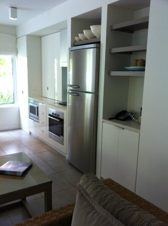 Peppers Beach Club Port Douglas: Kitchen two bedroom apartment