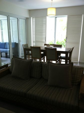 Peppers Beach Club: Dining room of two bedroom apartment