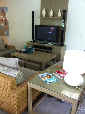 Peppers Beach Club Port Douglas: Main lounge area two bedroom apartmnet