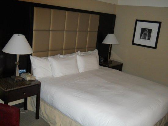 Hotel Bonaventure Montreal: bed