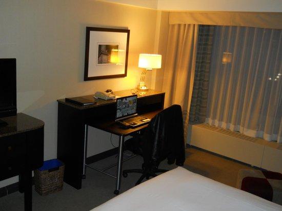 Hotel Bonaventure Montreal: desk
