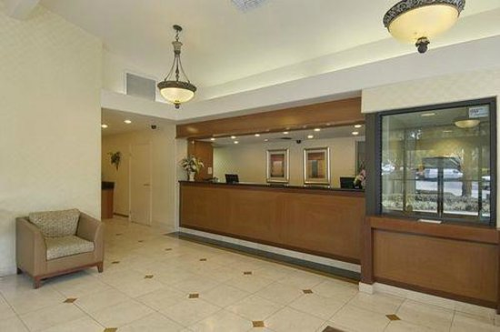 Red Roof Inn San Dimas - Fairplex:                   CLEAN, OPEN LOBBY AREA