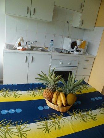 Residence Hoteliere Les Cayalines:                                     Notre petite cuisine sur le balcon. On adore !