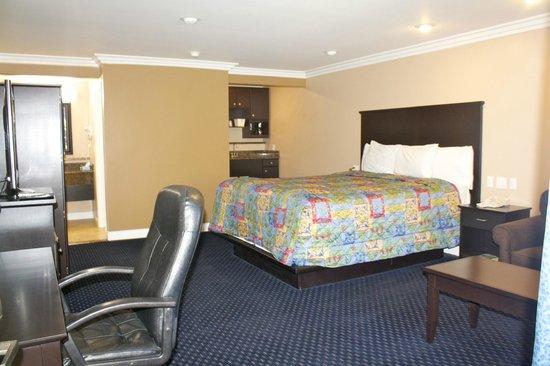 Garden Inn & Suites: Delux king suite