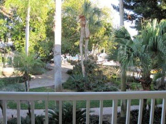 Magnuson Hotel Marina Cove: nice grounds