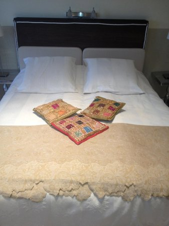 Bed & Breakfast Gallery Yasmine:                   Double Bedroom with private bathroom