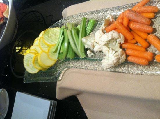Sheraton Indianapolis Hotel at Keystone Crossing :                   Club Lounge stale veggies