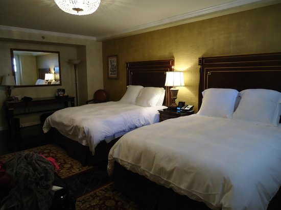Hotel Mazarin: Double queen room