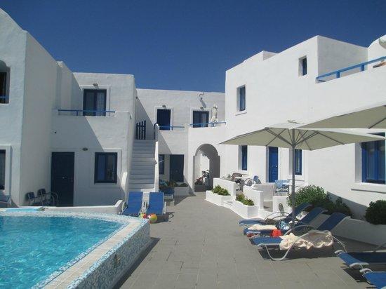 Olympic Villas: pool area